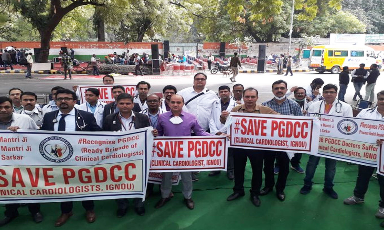 Save PGDCC: Hundreds of doctors take to streets of Delhi opposing MCI de-recognition of Degrees