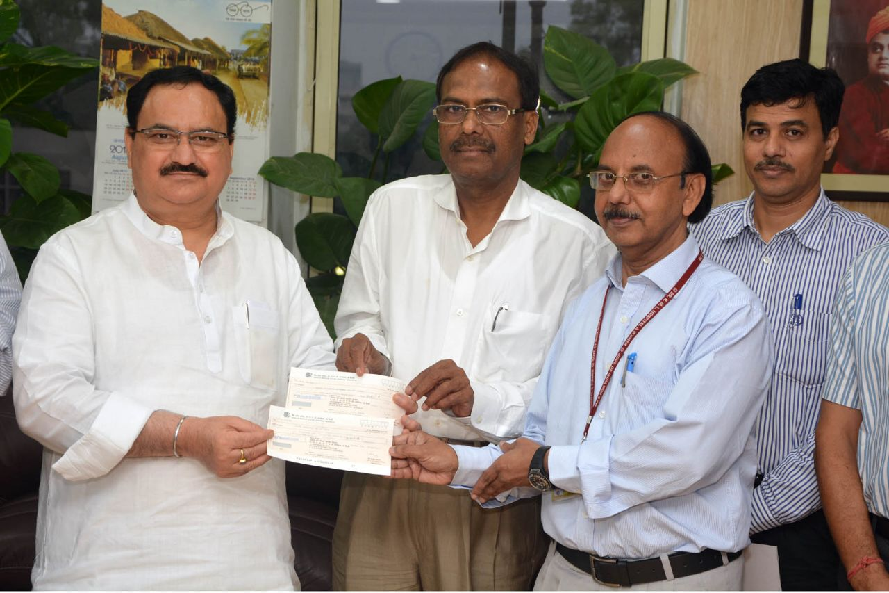 Employees of RML hospital, Delhi donate one days salary to nepal earthquake victims