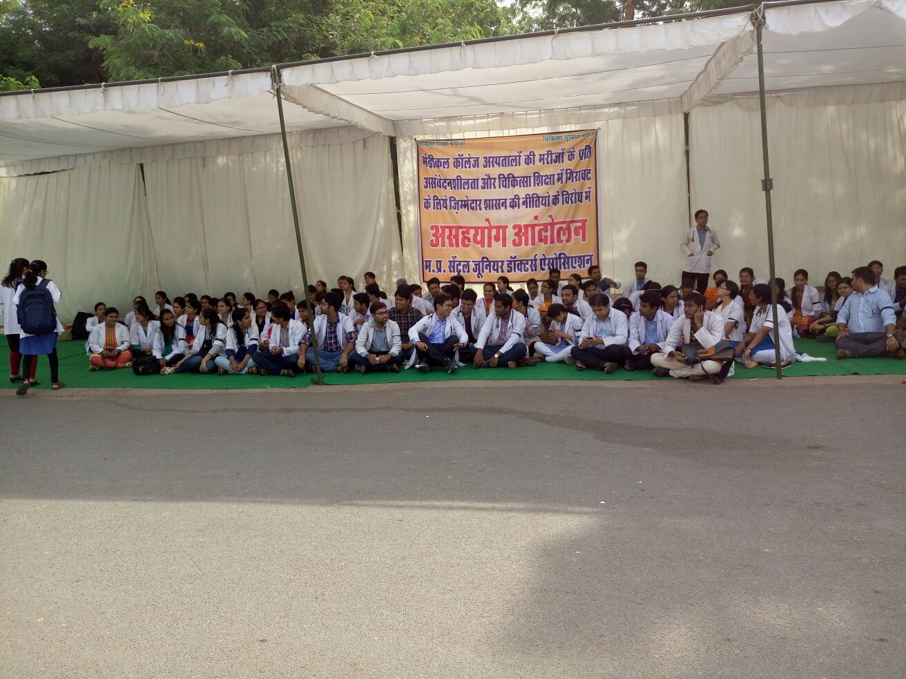 MP central JDA begins its Asahayog Andolan from today