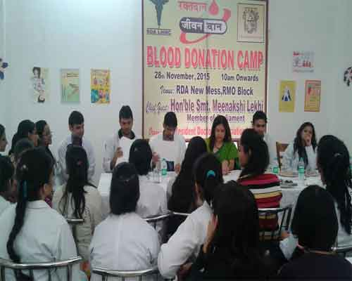 New Delhi: Resident doctors fill up dried blood bank