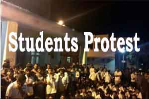 Protest by MBBS students at Hi-Tech Medical College over admission row in SRMC