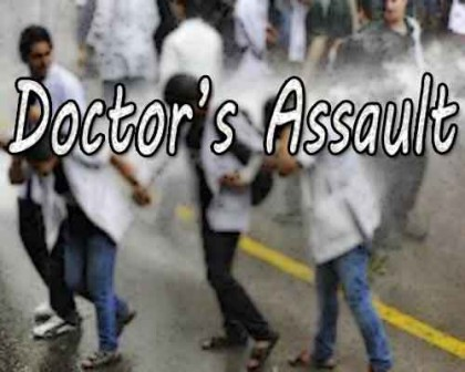 BHU doctors on Protest after colleagues assaulted