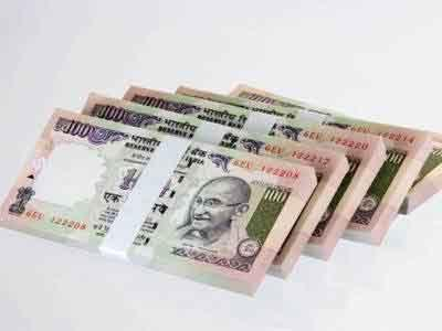 New Delhi: Doctor detained with Rs 70 lakhs in 100 notes