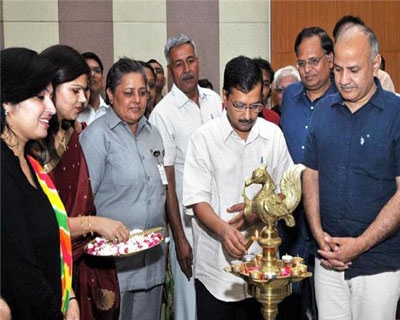 New Delhi: Kejriwal inaugurates mohalla clinics for homeless