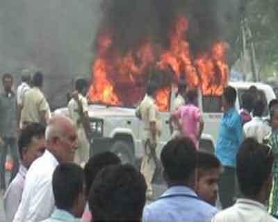 Medical College becomes battlefield: Doctors beaten up, Ambulances set on Fire