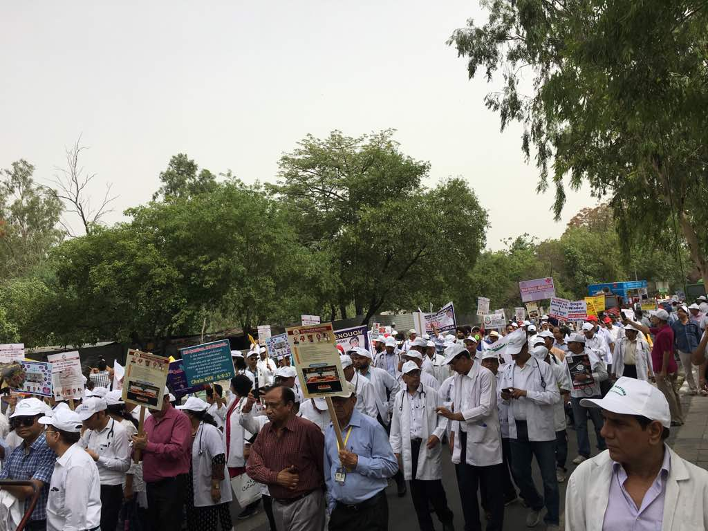 Dilli Chalo: 10,000 Doctors Protest against atrocities faced by medical fraternity
