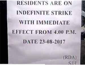Safdarjung Hospital doctors go on indefinite strike after Assault on Doctor