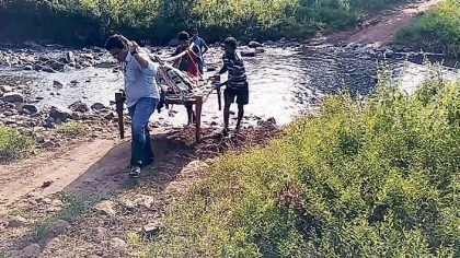 Big Salute: Doctor Carries Pregnant Woman on Cot for 12 kms to PHC