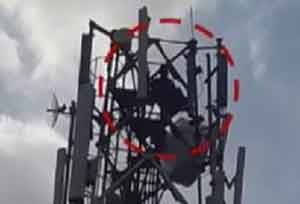 Telangana Doctor climbs atop 40 feet Mobile Tower demanding Divorce from Wife