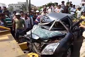 Unfortunate: Car with Oncologists Collides with Dumper; one dead, one Critical