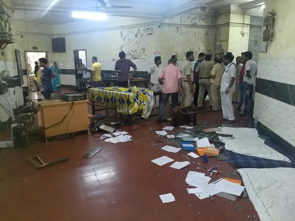 JJ Hospital: 2 Resident Doctors including Female Medico Assaulted, Police Arrests four