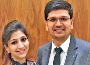 BRAVO: Delhi- based Doctor Couple save Woman in Respiratory Distress Mid-Air