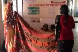 UP: Woman delivers baby on floor, No doctor at Health Centre