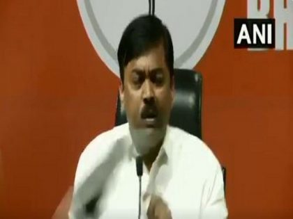 Kanpur Doctor throws shoe at BJP leader during press conference