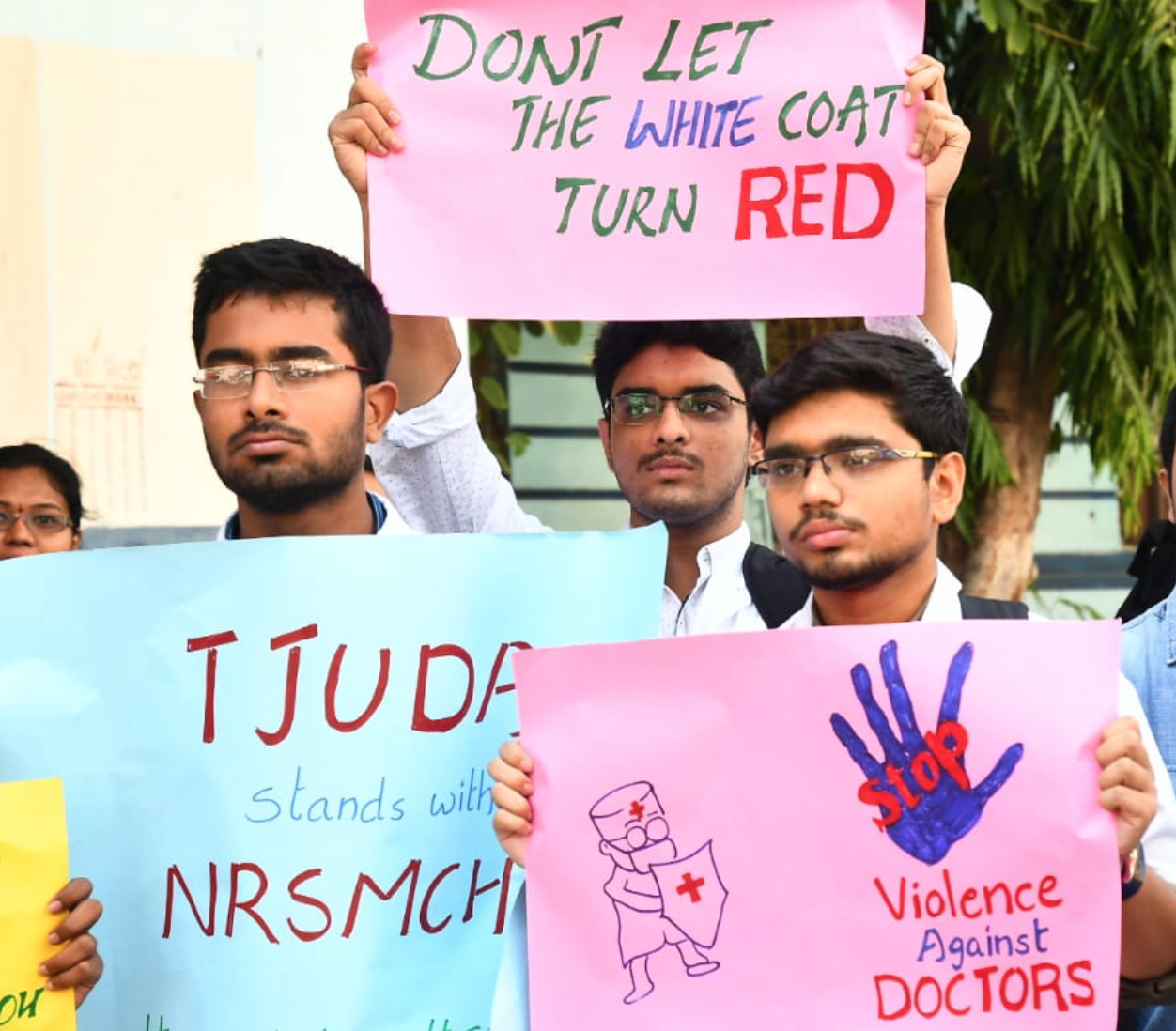 Medical Nationwide strike to begin Monday, Doctors say can meet Mamata on open grounds before media