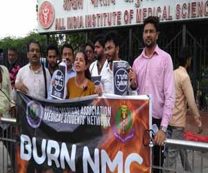 Mark of Protest: IMA Doctors burn NMC bill outside AIIMS