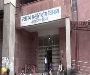 Woman gives birth outside health centre in Madhya Pradesh